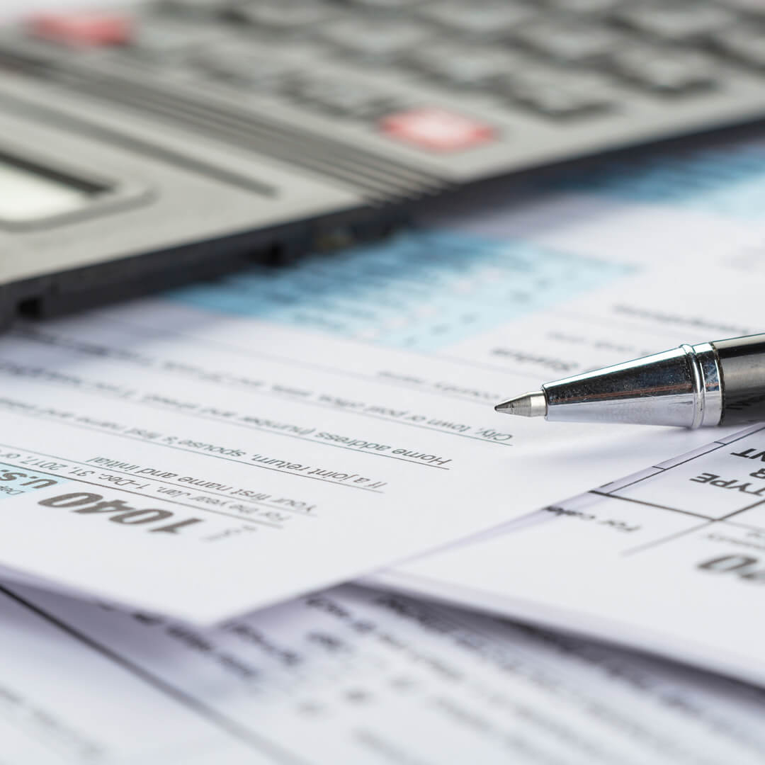 What's the Best Way to Do Your 2020 Taxes: Hire Someone or Do It Yourself?